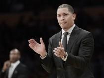 Tyronn Lue renova com Cleveland Cavaliers por cinco temporadas e US$ 35 milhões