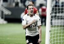 Com um gol em cada tempo, Corinthians sai na frente diante da Universidad de Chile