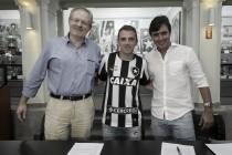 Montillo é aprovado em exames médicos e assina com Botafogo por uma temporada