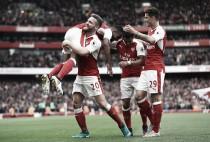 Em jogo de erros defensivos e expulsão, Arsenal bate Swansea e encosta na liderança