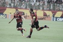 """Após gol, Willian Farias enaltece bom momento no Vitória: """"Tem um pouco da mão de Deus"""""""