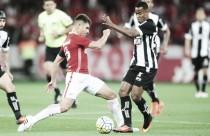"""Alex comemora vitória diante do Figueirense e destaca: """"Passo a passo vamos sair dessa situação"""""""