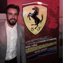 Fernando Alonso, homenajeado en el acto de cierre de temporada de Ferrari