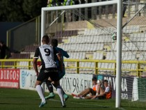 CD Guijuelo - Burgos CF: derbi para seguir en racha