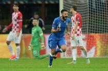 Italia y Croacia empatan en un partido con mucho humo