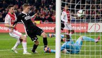 Un sorpresivo AZ complica la pelea por el título al Ajax