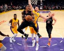 NBA - Phoenix e New York corsare a Los Angeles e Sacramento. Dallas si impone su Indiana a suon di triple