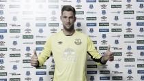 Everton sign Maarten Stekelenburg from Fulham