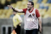Luxemburgo critica arbitragem do duelo com Vasco: ''Erro covarde''