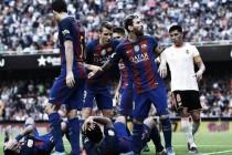 Competición multa al Valencia por el botellazo y reprocha el comportamiento de los jugadores culés