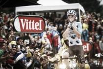 Tour de France, Bardet si prende l'ultimo arrivo in salita. Froome cade ma resiste in giallo