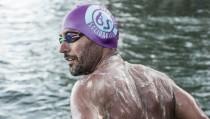 El malagueño Christian Jongeneel completa el reto de dar dos vueltas nadando a Manhattan