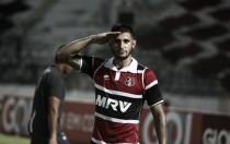 Bruno Moraes marca no fim e Santa Cruz volta a vencer após nove jogos ao bater Atlético-PR