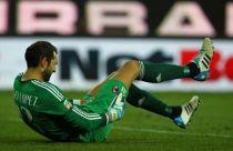 Milan, lesione al bicipite per Diego Lopez. Edema all'adduttore destro per Alex