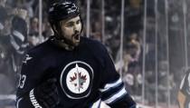 Dustin Byfuglien seguirá cinco temporadas más en Winnipeg
