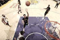 Lakers vencem Heat com maior pontuação da equipe na temporada