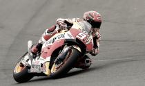Marc Márquez se cuela en la fiesta de Yamaha y hace el mejor tiempo con los neumáticos blandos
