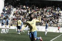 Kike Márquez anota el gol de la jornada 27 de Segunda División B