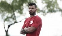 Revelado pelo Atlético-MG, atacante Carlos é contratado pelo Internacional