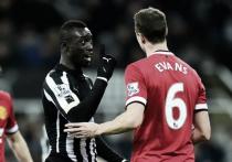 Cissé y Evans, acusados por la FA de escupirse en pleno partido