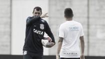"""Carille comenta sobre treinos e situação de Giovanni Augusto: """"A gente vai recuperar"""""""