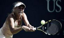 Wozniacki defeats Halep in Stuttgart