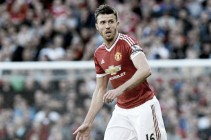Carrick assures Manchester United fans that players haven't given up yet