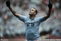 Luís Fabiano anuncia saída do Tianjin Quanjian