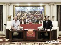 Um dia após a conquista do hexa, Guangzhou Evergrande anuncia renovação de Felipão