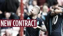 Adam Clayton renueva con el Middlesbrough