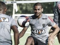 Clayton responsabiliza Marcelo Oliveira por queda de rendimento e aguarda chances com Roger