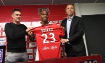 Briand signe à Guingamp