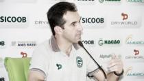 """Satisfeito com o rendimento do time, Leo Condé celebra resultado do Goiás: """"Vitória consistente"""""""