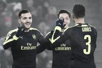 Lucas Pérez guía al Arsenal al primer puesto del grupo