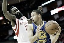 Nba, l'orgoglio dei Rockets evita lo sweep. Warriors, paura per Curry