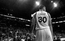 Stephen Curry se exhibe aplastando a Miami Heat