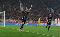 Giroud affonda l'Olympiakos al Pireo e manda l'Arsenal agli ottavi