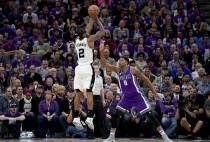 Gli Spurs ringraziano Leonard e fanno due, espugnano il parquet dei Kings (94-102)