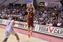Legabasket Serie A - Sosa irreale, ma Filloy e Bramos battono Caserta: la Reyer trionfa dopo due overtime (98-92)
