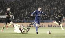 El Leicester campeón vuelve con hat-trick de Vardy