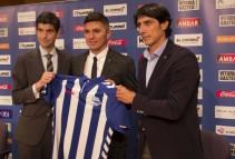 Daniel Torres ya luce la camiseta del Alavés