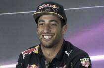 """Daniel Ricciardo: """"Estaría bien ganar con Mercedes en pista"""""""