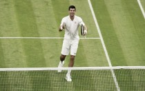 Djokovic venceAdrianMannarinoem sets diretos eavança à terceira rodada em Wimbledon