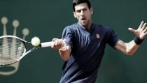 Djokovic sofre, mas bate Carreno Busta e vai às quartas em Monte Carlo