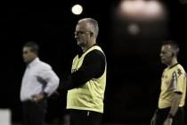 """Dorival vê Santos maduro e estranha pressão no comando: """"Continuo trabalhando"""""""