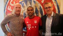 Douglas Costa vers le Bayern Munich.