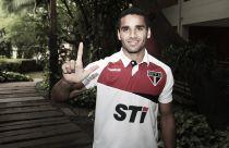 São Paulo anuncia venda de lateral Douglas para o Barcelona