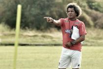 """Alberto Gamero: """"No es fácil engranar a nueve jugadores nuevos"""""""