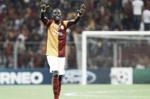 Emmanuel Eboue's Sunderland move depends on fitness, says Allardyce