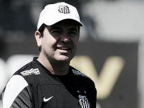 """Enderson se mostra muito satisfeito com a equipe e avisa: """"O Santos está crescendo"""""""